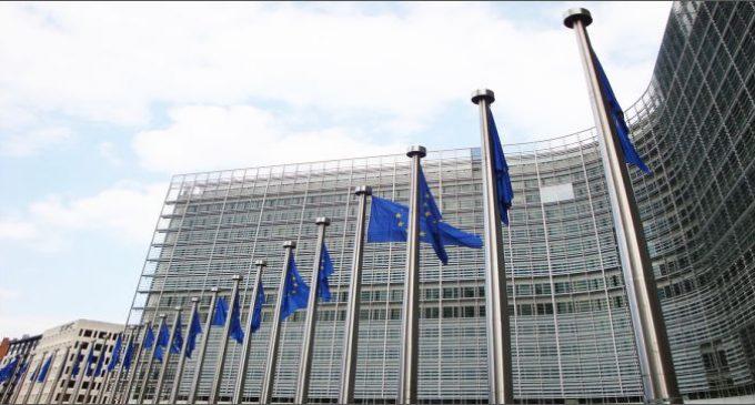 KE wzywa Polskę – sankcje za nierejestrowanie aut sprowadzonych.